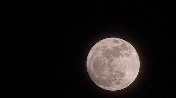Новата година започва с най-красивата и ярка Супер Луна за 2018. Снимка: БГНЕС