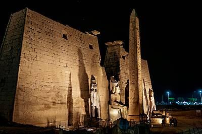 Смайващи, харесвани и имитирани, обелиските вечно напомнят за удивителната технология и духовните подвизи на Древен Египет.