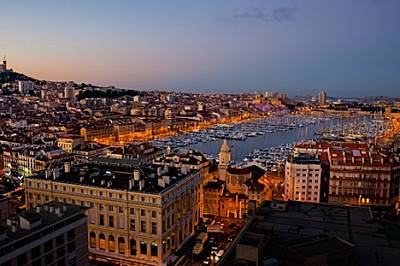 Марсилия, пристанищен град още от 600 г. пр.Хр., е предложила убежище на много вълни имигранти. Средиземноморската метрополия с население н...