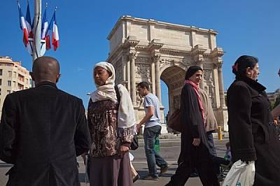 Марсилската триумфална арка - Порт д'Екс - е построена през 1823 г. и понастоящем е средищна точка на много имигрантски групи. Въпр...