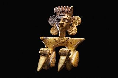 Орнаменти, открити на терена, включват медальон с форма на човешка глава, дълъг около 13 см.Артефактите са заснети с любезното съдействие н...