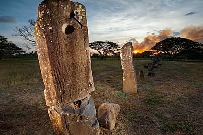 Близо до гробището в Ел Каньо се издигат каменни монолити, високи близо 2 м. Към тях може би са били привързвани военнопленници, преди да б...