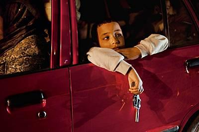 Момче с пистолет играчка гледа минувачите през прозореца на кола в Александрия. Сега египтяните имат големи очаквания и искат лидери, които...