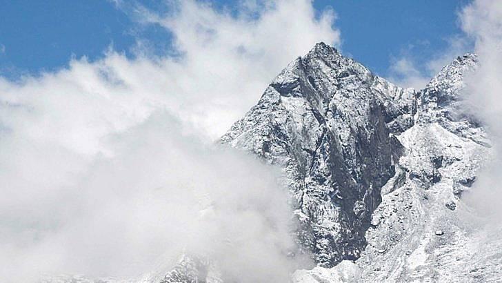 Изкачването до покрива на света е рисковано. Снимка: iStock