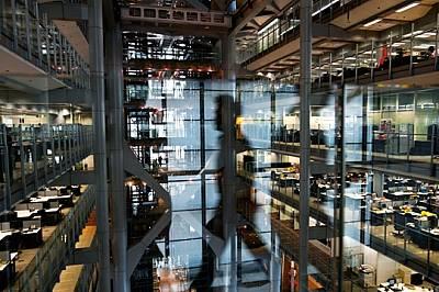 Скоростният капитализъм процъфтява в азиатската централа на финансовата компания HSBC. Заради ниските данъци, ограничените регулации и дост...