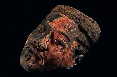 Направени на конвейер Лицето било изработвано в един от няколко десетки калъпа. После скулпторът добавял останалите елементи, като избирал и...