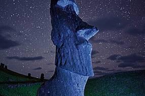 """""""Статуите ходели"""" - казват обитателите на Великденския остров. Ако можеха да говорят обаче, какво ли биха възвестили - е..."""