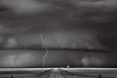 Край Гаймън, Оклахома, САЩ Повечето бури се движат бързо. Тази пълзяла над група ферми повече от час, настръхнала от електричество. &bdq...