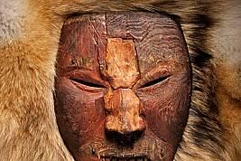 Нови данни показват, че древните американци, изваяли тази свирепа маска, може да са поддържали приятелски връзки с викингски изследователи....