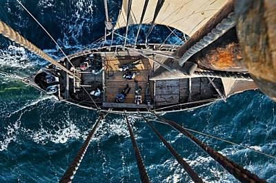 Дръзките викингски мореплаватели използвали кораби като това съвременно копие, за да стигнат до Новия свят в търсене на кожи, моржови зъби...