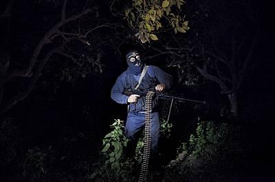 """Членове на """"Ислямски джихад"""" патрулират по границата с Израел, за да предотвратят нахлувания на израелски военни сили. Ср..."""