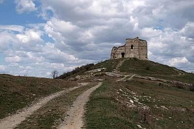 Руини (XII-XIVв.) на крепостта Букелон до днешното българско село Ма