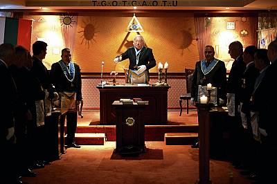 """Степан Ерамян води ритуал в ложа """"Филипополис"""". Според пловдивския Майстор символиката на ритуала напомня, че смисълът на масонств..."""