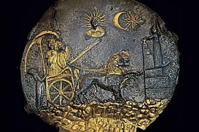 Церемониално сребърно блюдо с позлата, диам. 25 см. III в. пр.Хр.Сребърно блюдо с позлата от гръцката колония Ай Ханум обединява класически божества с...