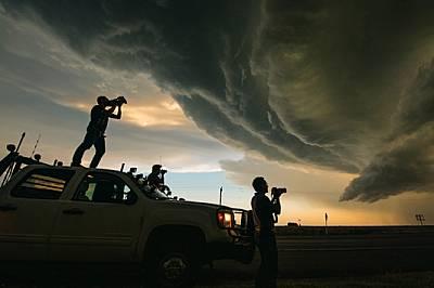 Споделена страстРазвълнуван от свирепата красота на суперклетката, Пол Самарас запечатва на видео чудото на природата от покрива на експедиционния пик...