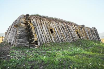 Балаган - традиционен зимен дом на якутите - коренното население на Севера. Тази къща, без фундамент, е типичното жилище през XVIII – началото на XX в...