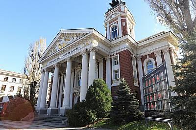 """114 години сградата на Народния театър """"Иван Вазов"""" е една от най-красивите в София"""