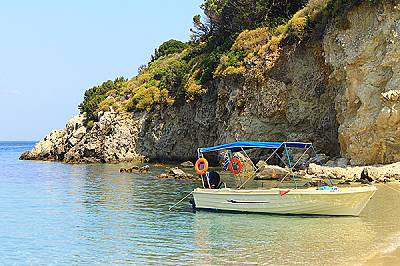 Там също имаше многобройни туристи, но това отново не ни попречи да се любуваме на прекрасния плаж.