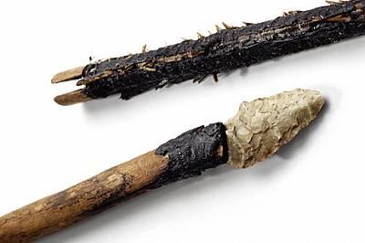 Смъртоносни оръжияКолчанът на Ледения човек, ушит от кожа на дива коза, съдържа 14 стрели, но само две от тях са завършени. И двете имат по три реда п...