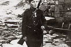 Никола Костов - синът на полка, е само на 10 години, когато заминава на фронта с баща си. За проявена храброст е награден с орден.