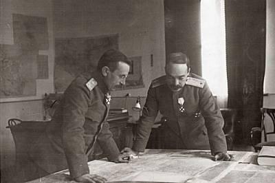 Главнокомандващият ген. Никола Жеков и началникът на щаба ген. Иван Луков в Главната квартира в Кюстендил. Жеков планира бойните действия на армията п...