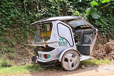 Триколките тук са едно от най-популярните транспортни средства. Всяка от тях е уникална и притежава свой неповторим дизайн. При направата им местните...