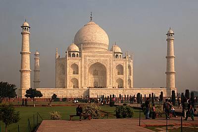 Величественият и прекрасен Тадж Махал - от друг ракурс.