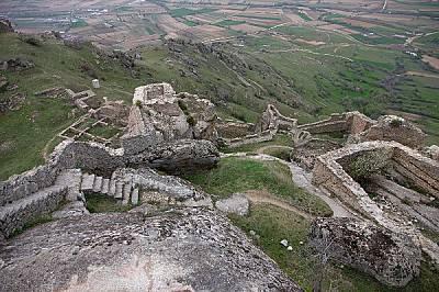Руините на крепостта Прилеп (Прилапос) в днешна Македония. През юли 1014 г. цар Самуил и синът му Гавраил Радомир намират убежище зад стените й след з...