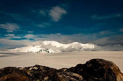 Тангра планина, снимана от т.нар. Крумов камък.Тангра планина, снимана от т.нар. Крумов камък. Виждат се (отляво надясно) върховете Фризланд, Св. Бори...