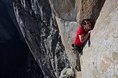 Алекс Хонълд тренира на Фрийрайдър - маршрут толкова труден, че доскоро беше сензация някой изобщо да го изкатери с free climbing.