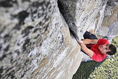 Катерачът Алекс Хонълд тренира за изкачването на Ел Капитан в Йосемити.