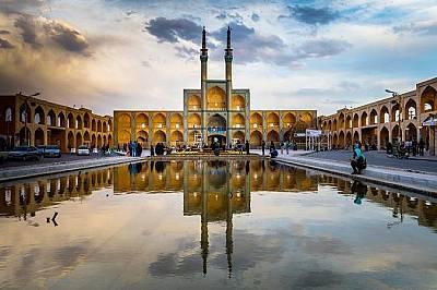 Историческият ЯздТози град с кирпичена архитектура в централен Иран датира от V век. Заради традиционните хамами, джамии, синагоги и зороастрийски хра...