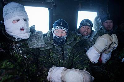 Канадски екипаж се завръща от учение при температури от -60°C.