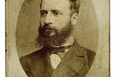 Портрет на Христо Ботев от 1875 г., дело на Тома Хитров, един от първите български майстори на фотографското изкуство.