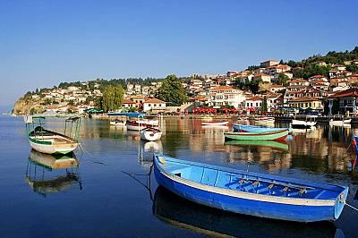 Рибарски лодки в Охридското езеро, което е в Списъка на ЮНЕСКО.