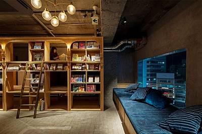 Book and Bed Tokyo, Токио, ЯпонияBook and Bed Tokyo е хостел, предназначен за библиофили, и прилича на книжарница. Гостите плъзгат етажерка, която раз...