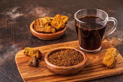 Чаят, приготвен от гъба чага, е силен антиоксидант. Повишава имунната система, детоксикира организма, подобрява храносмилането.