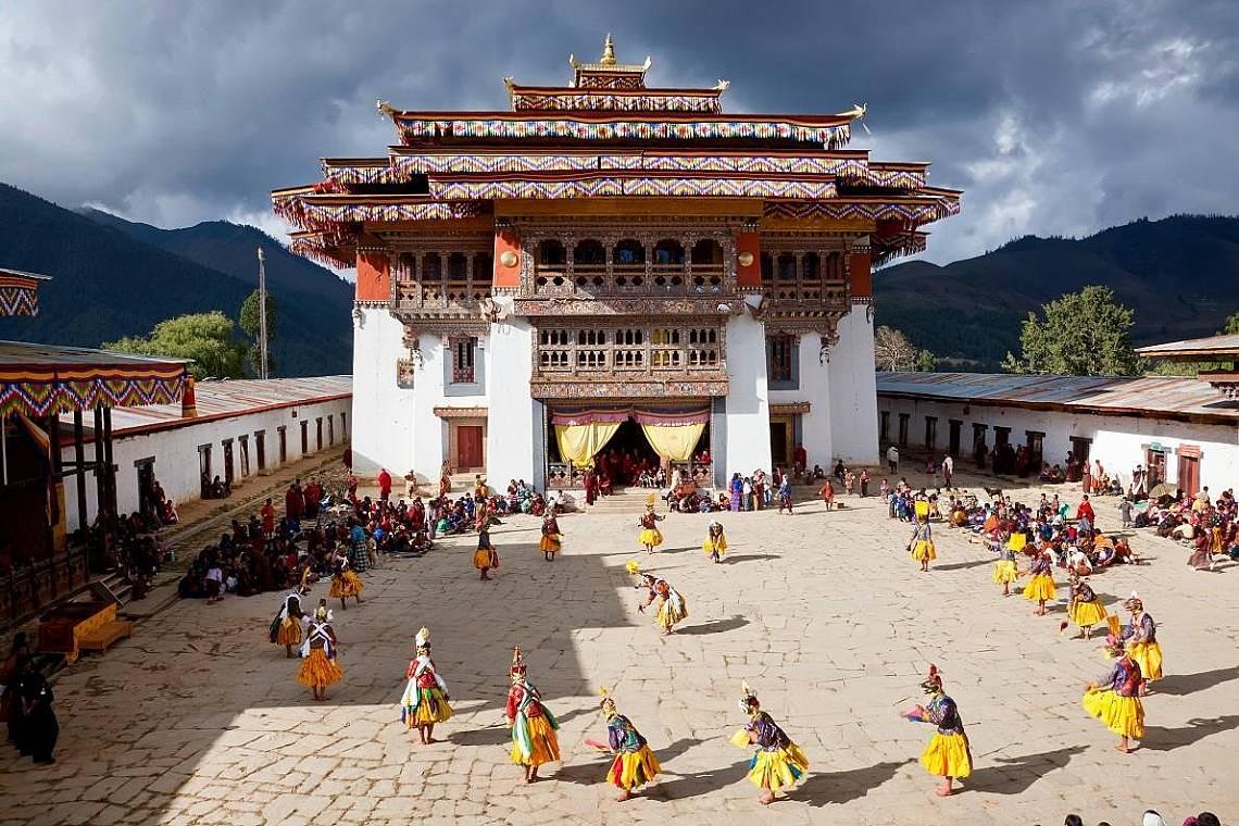Фестивал в манастира Гангтенг в долината Пхобжикха, Бутан. Снимка: Питър Адамс, Getty Images