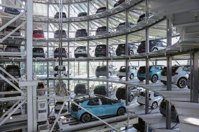 Автомобилната индустрия залага на чисти коли