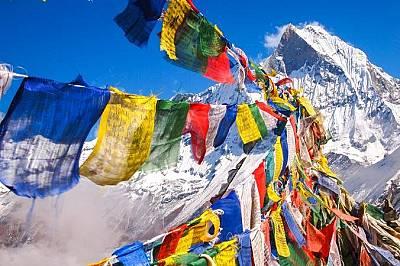 Анапурна, НепалРазделена на четири върха Анапурна в Непал се счита за масив или група компактни планини.