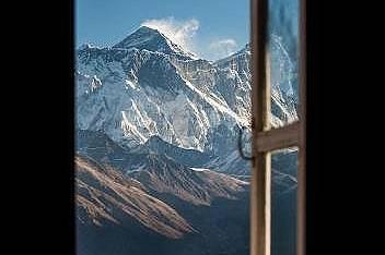 Еверест, НепалНай-високият връх в света е на над 60 милиона години и с всяка година се издига с около 2,54 см.