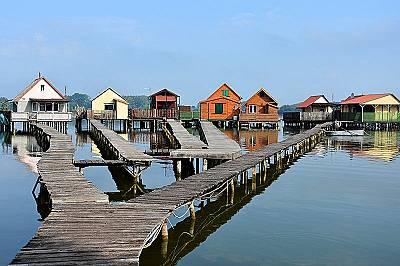Плаващото село в езеро Бокоди, Унгария