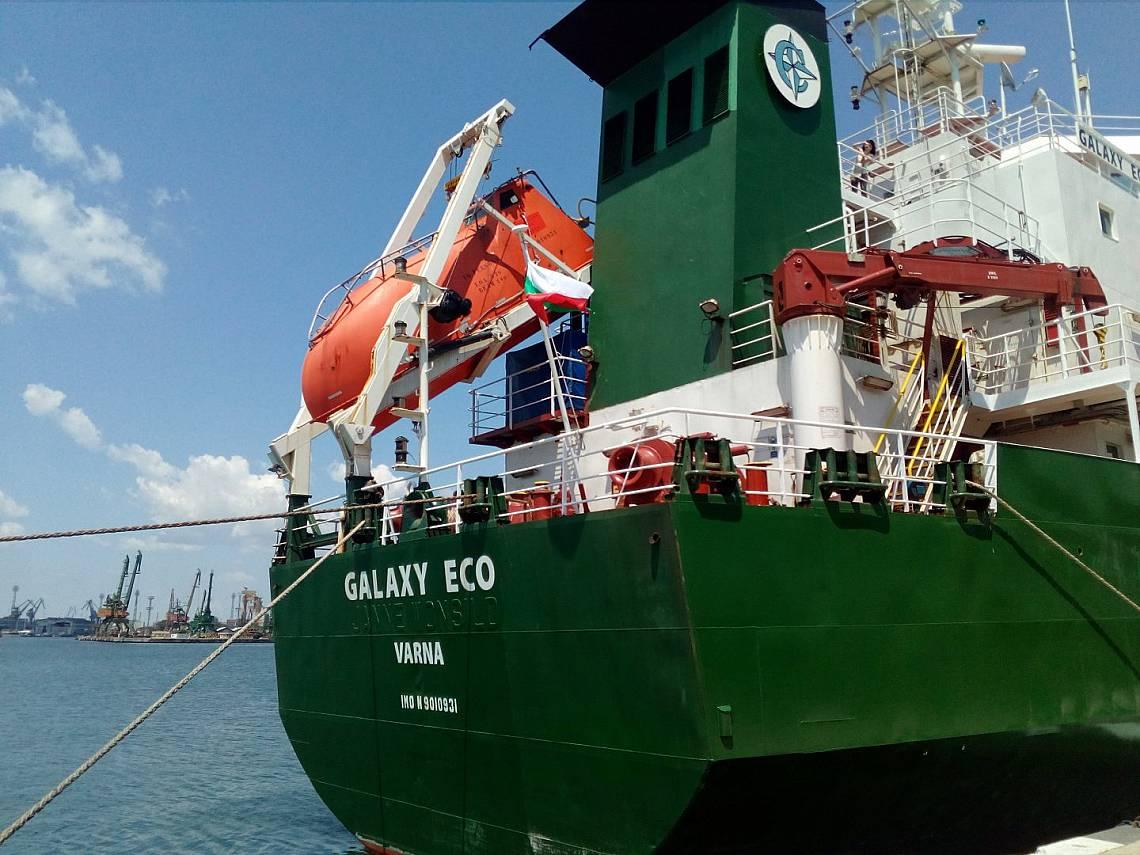 Корабът за борба с нефтени разливи ще проведе обучение във Варненския залив. Снимка: Българска морска камара