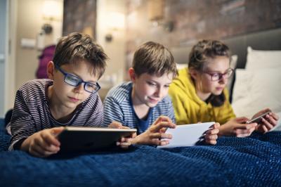 Как да разделим децата от екраните във време на пандемия?