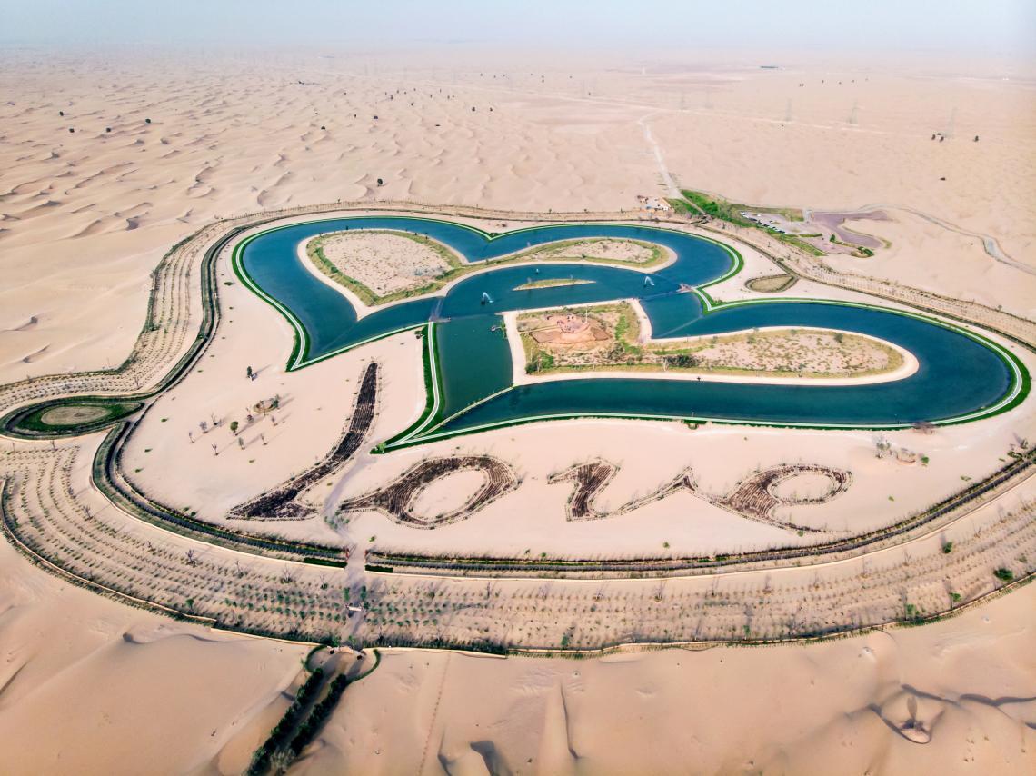 """Любовните езера"" в Дубай."