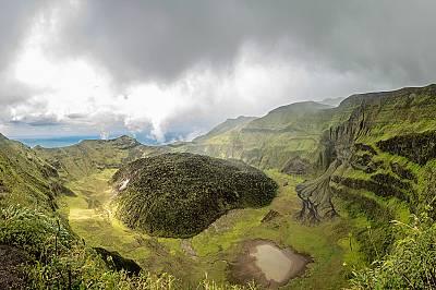 Вулканът Суфриер помете Сейнт Винсент