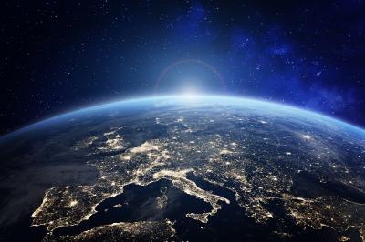 Джеф Безос взема 82-годишна в космоса