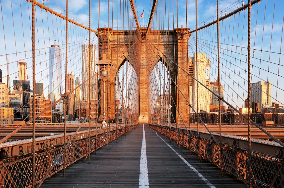 Бруклинският мост при изгрев слънце, Ню Йорк, Манхатън.