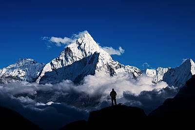 Изследователи намират микропластмаса и на Еверест