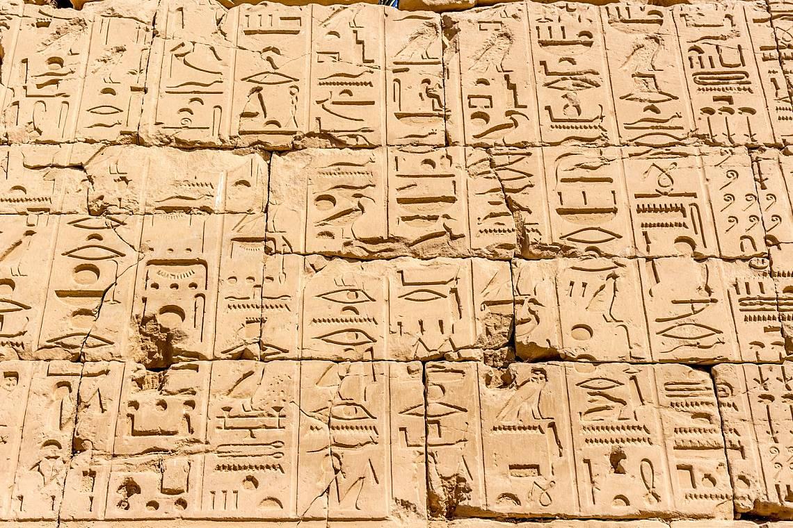 Йероглифи в храма Карнак в Луксор Снимка: iStock
